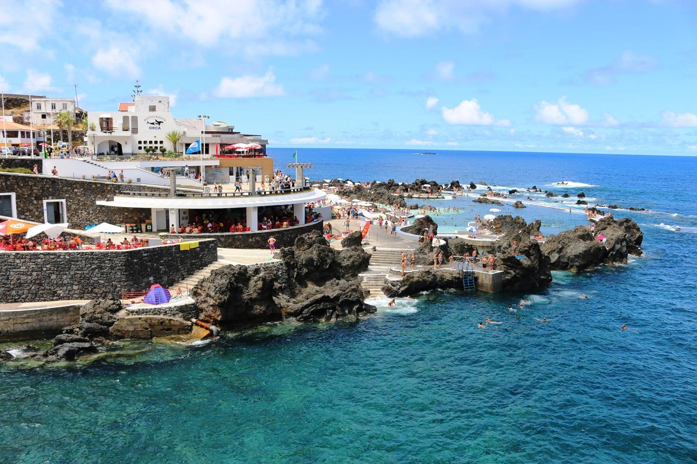 Funchal ciudad de la hermosa isla de madeira for Piscina natural de puerto santiago