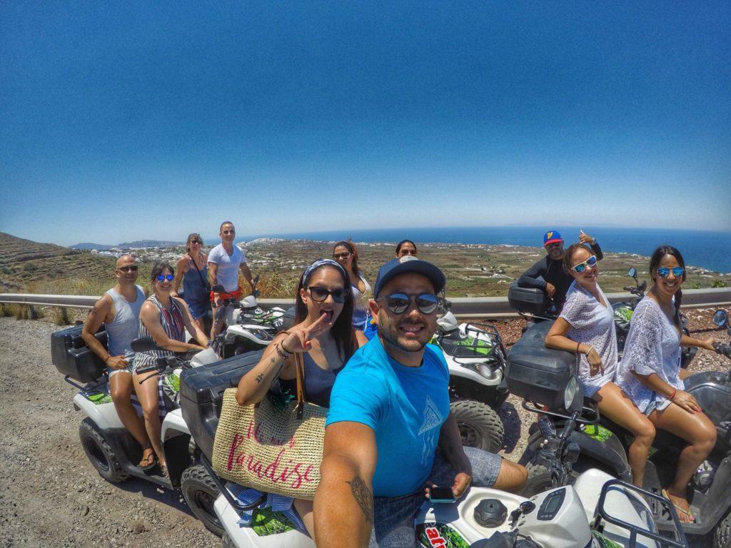 El corillo en four track en Santorini